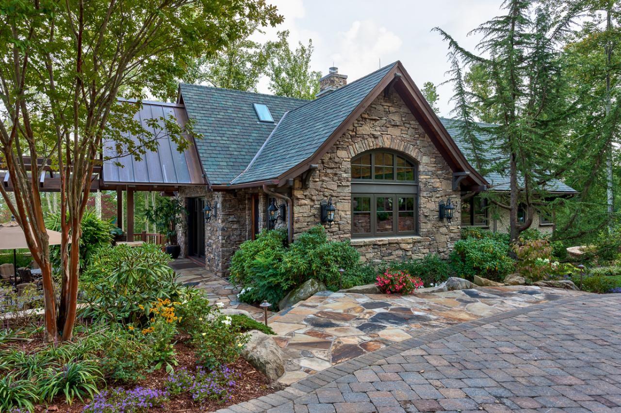 stone-small-house-design
